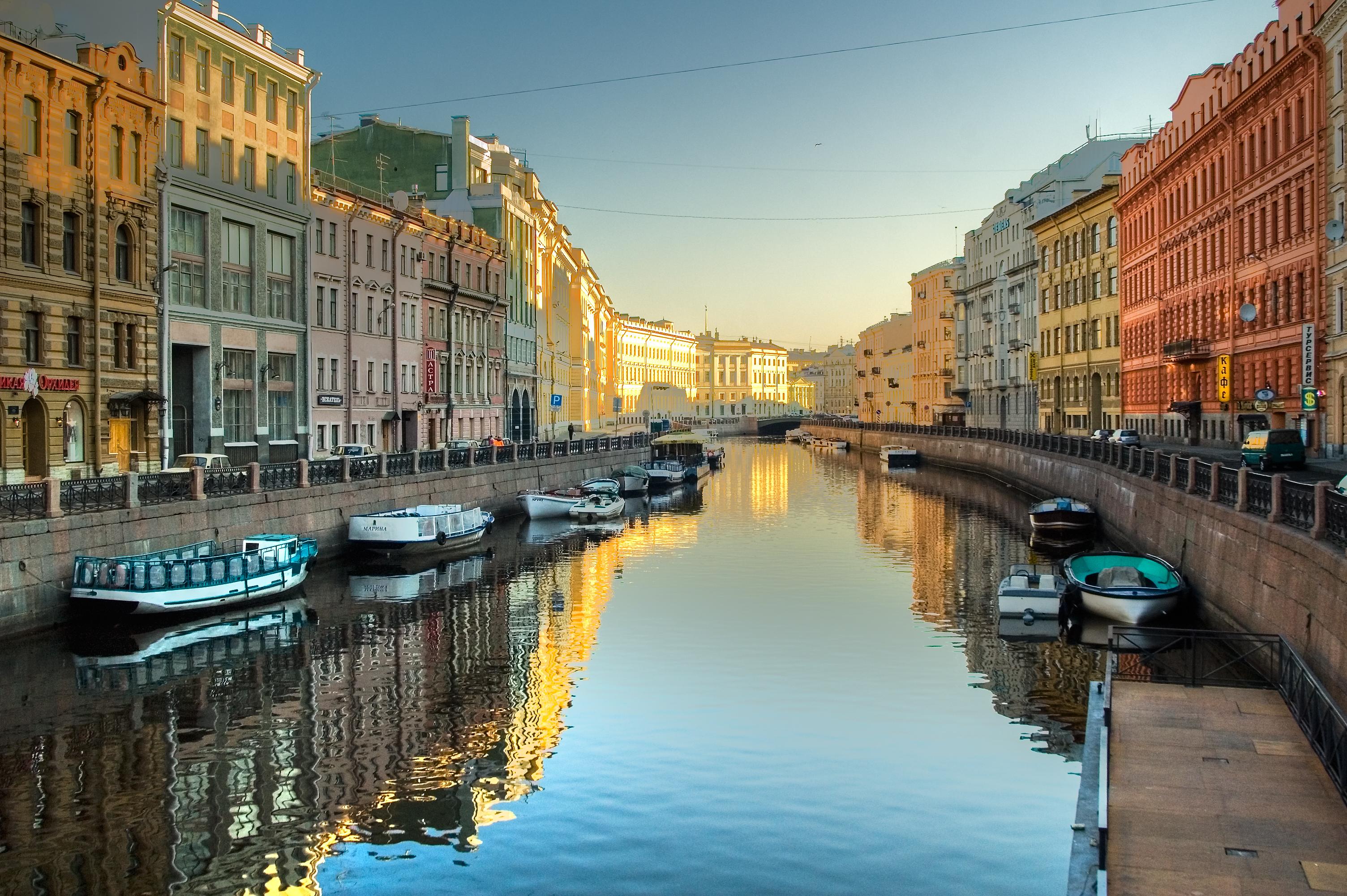 Dreamstime © - Saint-Pétersbourg - Canaux et Neva