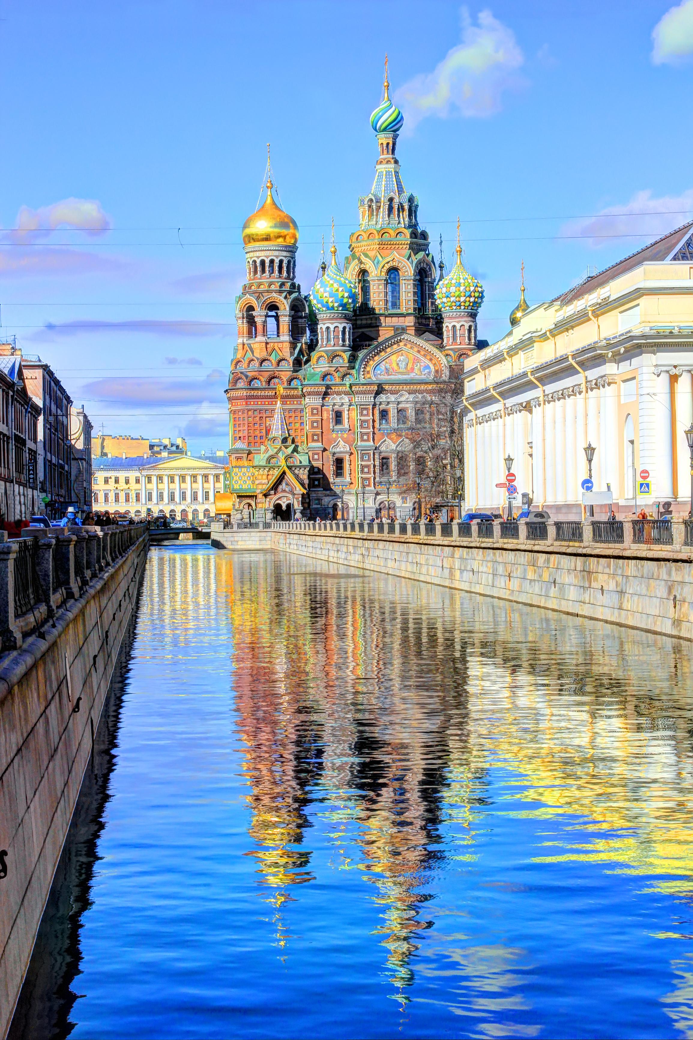Dreamstime © - Saint-Pétersbourg - Saint Sauveur-sur-le-Sang-Versé (4)