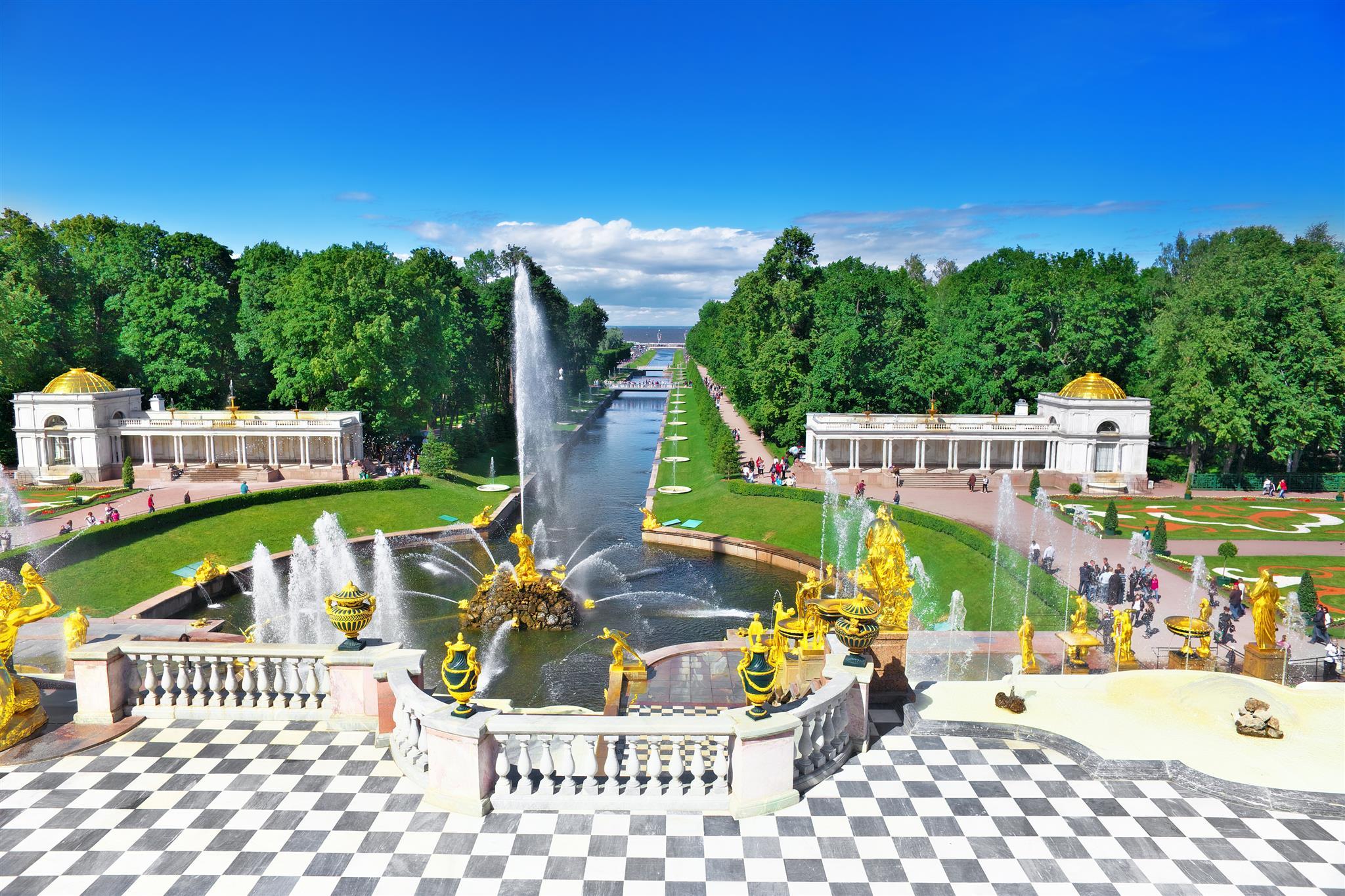Dreamstime © - Saint-Pétersbourg - Peterhof - Jardins et fontaines (8)
