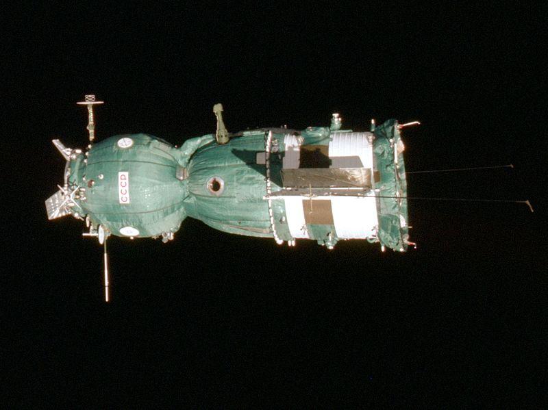 800px-Soyuz-19_-_Side_View