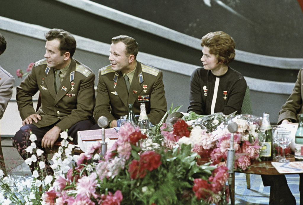 RIAN_archive_628703_Soviet_cosmonauts,_Heroes_of_the_Soviet_Union_Pavel_Popovich,_Yuri_Gagarin,_and_Valentina_Tereshkova