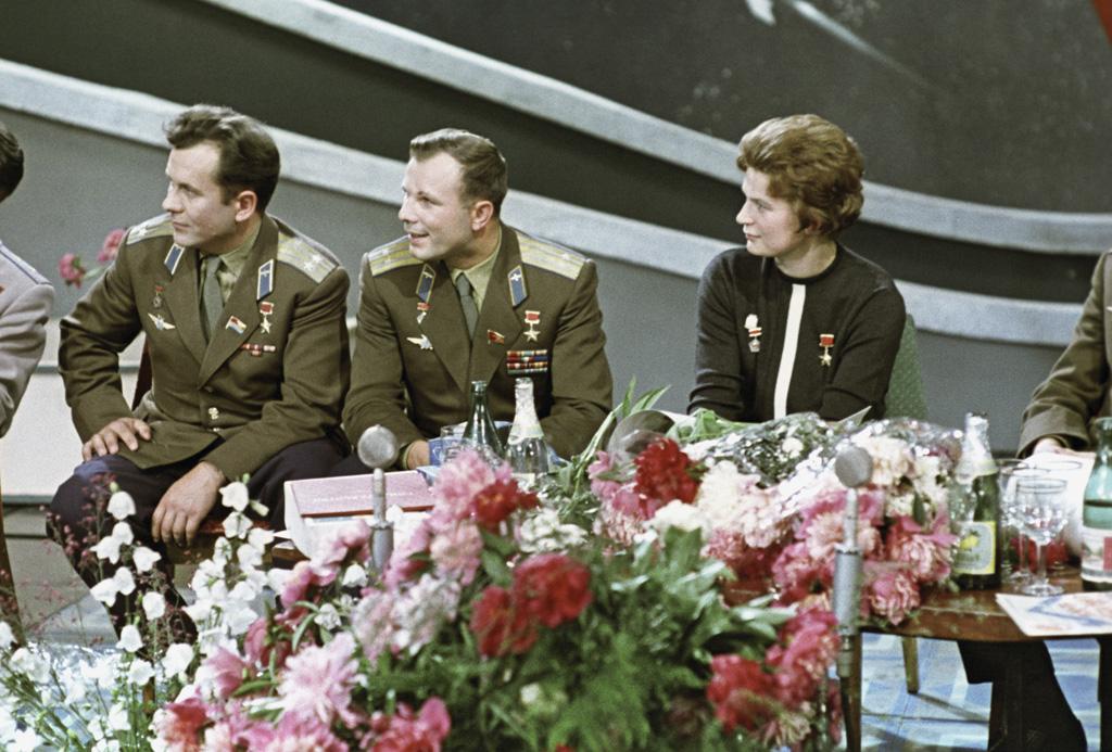 RIAN_archive_628703_Soviet_cosmonauts,_Heroes_of_the_Soviet_Union_Pavel_Popovich,_Yuri_Gagarin,_and_Valentina_Tereshkova