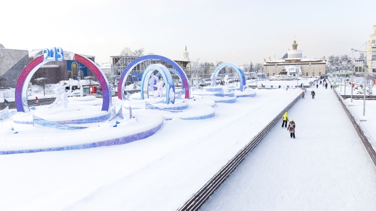 Picture: Ice-Skating in Moscow: on the largest ice-rink in Russia & Europe at VDNKh